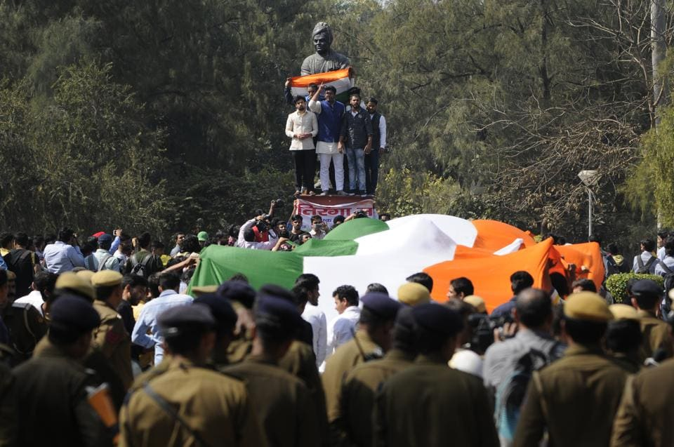 """The Delhi University Students Union (DUSU) led by Akhil Bharatiya Vidyarthi Parishad (ABVP) took out a """"Tiranga Rally"""" and marched from Ramjas College to Arts Faculty on Monday. (Burhaan Kinu/HT PHOTO)"""