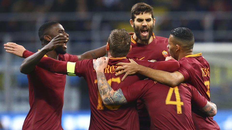AS Roma's Radja Nainggolan celebrates with teammates after scoring against Inter Milan in their Serie Amatch.