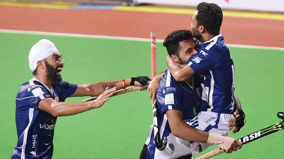 The big challenge for Dabang Mumbai now will be to hang on to their star players -- Robert Kemperman, forwards Florian Fuchs, Nikkin Thimmaiah and Affan Yousuf (right), and drag flicker Harmanpreet Singh -- for the next season of Hockey India League (HIL), as they would be very much in demand.