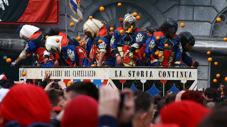 Today, that revolt is recreated with townspeople in medieval attire battling teams of the tyrant's guards in period dress, complete with protective helmets and masks. (Stefano Rellandini / REUTERS)