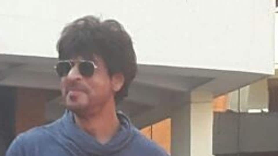 """Asked to comment on the controversy surrounding the certification of Lipstick Under My Burkha, SRK says, """"You might as well ask me about UP politics after this."""""""