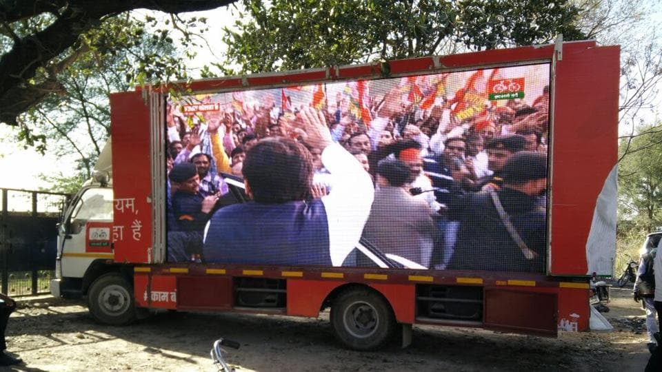 'Kam Bolta Hai' video being played on an LED screen in Azamgarh, the parliamentary constituency of Mulayam Singh Yadav.
