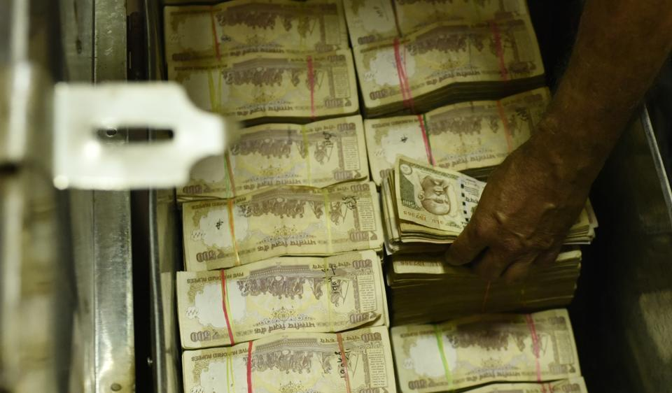 Old notes,Income Tax department,Thane police