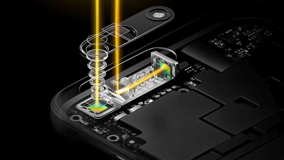 Oppo's new 5x Dual Camera Zoom system comes with a periscope-style setup, and is claimed to kill the need of camera bump at the back with its sleek 5.7mm thickness.