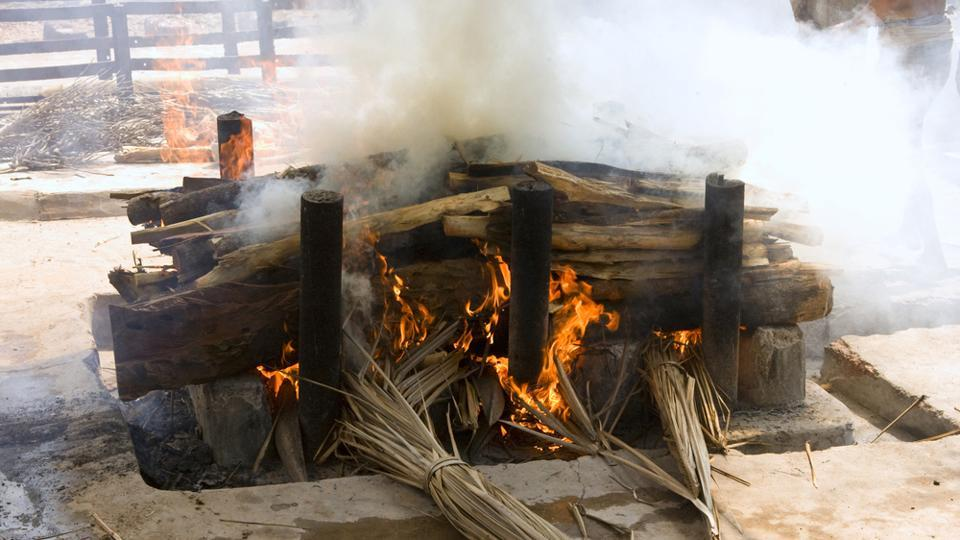 """Doctors at Sharda hospital in Greater Noida had declared 21-year-old woman dead, but a post-mortem report has now concluded that she died due to """"shock of burning"""" on the pyre. (HTRepresentative Photo)"""