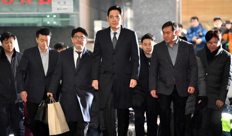 Lee Jae-yong (C), vice chairman of Samsung Electronics, arrives to be questioned as a suspect in a corruption scandal that led to the impeachment of President Park Geun-Hye, at the office of the independent counsel in Seoul, earlier in February.
