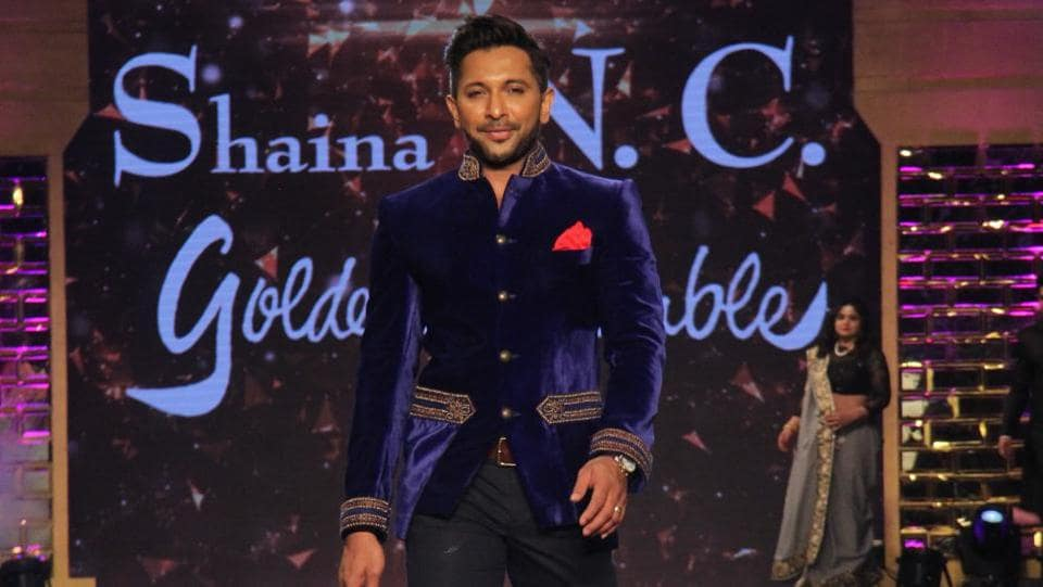 Choreographer Terence Lewis displaying a Shaina NC creation.  (Pramod Thakur/HT Photo)