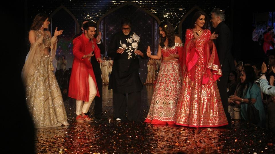 The celebrities had a fun time on stage while displaying the outfits of designers Abu Jani and Sandeep Khosla. (Pramod Thakur/HT Photo)