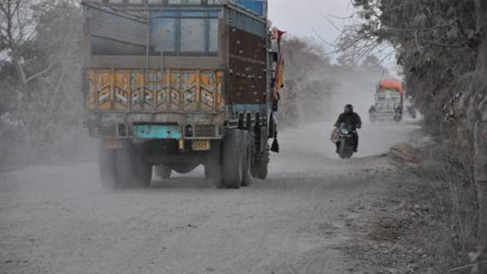 The 40-km TadiGhat-Bar Road (TBRoad) in Ghazipur connects Uttar Pradesh with Bihar and is in desperate need of repair.