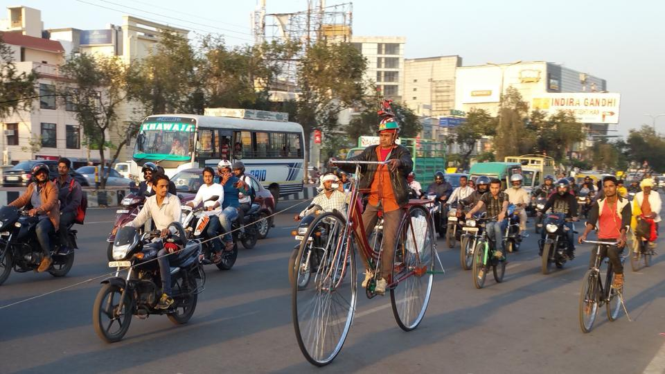 Sher Mohammed Khan, a rickshaw-puller in his 50s from Meerut, is on a 15,000km cycle yatra, seated atop his unique bicycle and canvassing for the Samajwadi Party.