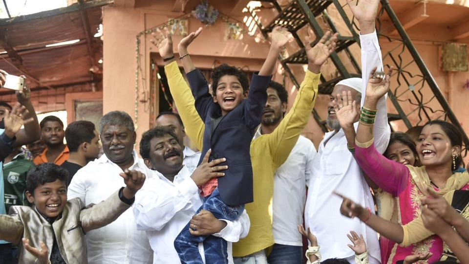 Lion actor Sunny Pawar gestures to the crowd after arriving in Mumbai from Los Angeles where he attended the 89th Academy Awards on Monday.