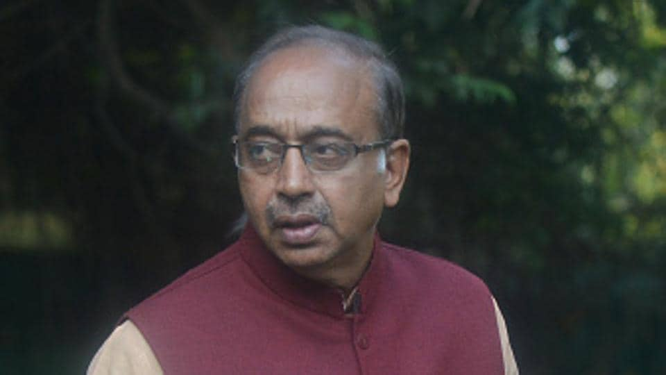 Union sports minister Vijay Goel tweeted on Wednesday in response to Javed Akhtar's 'hardly literate' tweet criticising sportspersons involved in the Gurmehar Kaur twitter row.