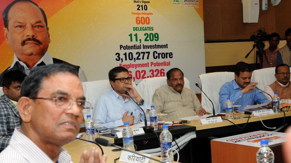 Chief minister Raghubar Das listening to public complaints during the programme