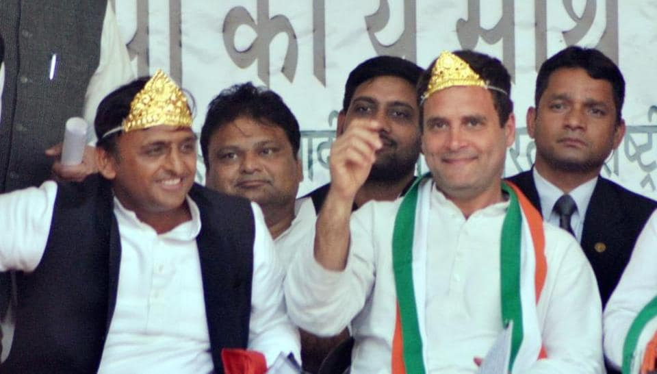 Congress vice president Rahul Gandhi and UP chief minister Akhilesh Yadav at an election rally in Gorakhpur.