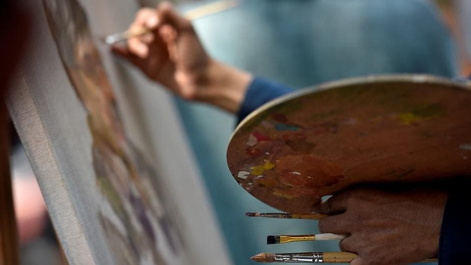 NOT BRUSHING IT OFF: An artist makes a point. (Arijit Sen/HT Photo)