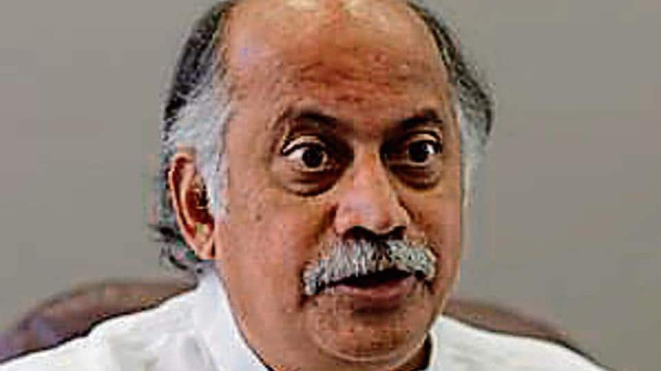 Senior Congress leader and former union minister Gurudas Kamat on Wednesday issued a press statement asking Sanjay Nirupam to convene a meeting to discuss the party's performance.