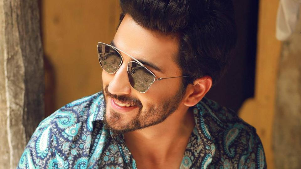 After quitting a popular daily soap on television, actor Dheeraj Dhoopar is looking out for something different — a biopic or a romantic show seem to be on his mind.
