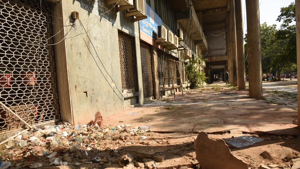 The city centre is often littered with garbage left by visitors. It's also ill maintained with broken tiles and pools of dirty water.