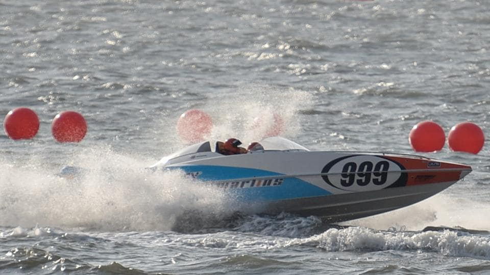GET, SET AND GO: A practice session at Marine Drive on Thursday. The P1 powerboat racing will be held between March 3 and March 5. (Kunal Patil/HT Photo)