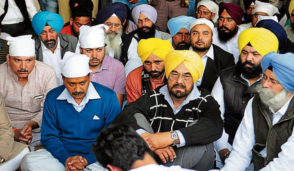 Delhi chief minister Arvind Kejriwal with AAP leaders Kanwar Sandhu, Sanjay Singh, Bhagwant Mann and HS Phoolka at the cremation ground, Sector 25, in Chandigarh on Wednesday.