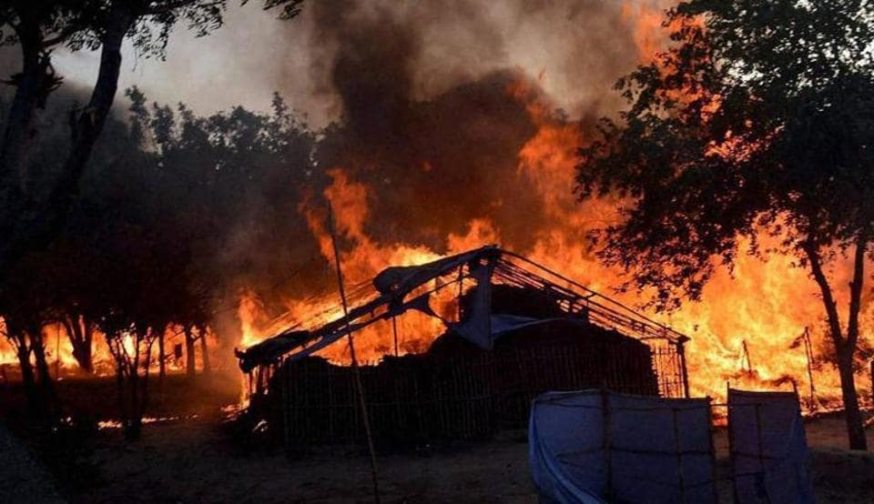 Huts go up in flames during police operation to evict squatters from Jawahar Bagh in Mathura on June 2, 2016.