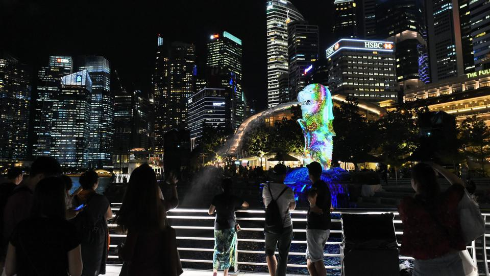 Singapore's iconic Merlion statue during media preview for the iLight Marina Bay festival . (ROSLAN RAHMAN  / AFP)