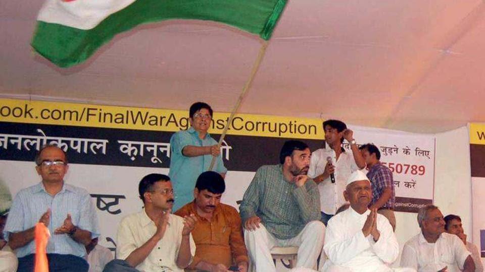 Social activist Anna Hazare, Arvind Kejriwal and other members during the India Against Corruption (IAC) movement at Jantar Mantar in New Delhi.