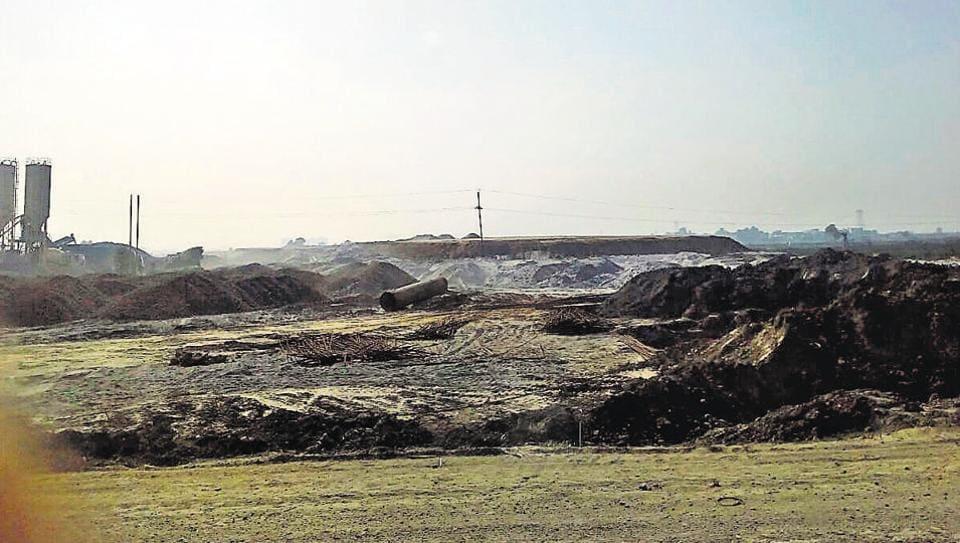 Work on Eastern Peripheral Expressway in Greater Noida's Bilakbarpur village is in full swing.