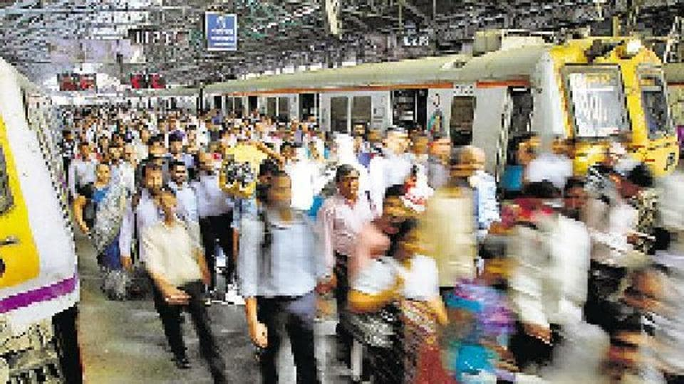 rail fracture,trains delayed,Western Railway