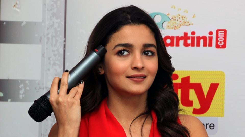 Actor Alia Bhatt spoke about how Varun and Shashank made her eat a lot while shooting for the film. (SHIVAM SAXENA/ HT PHOTO)