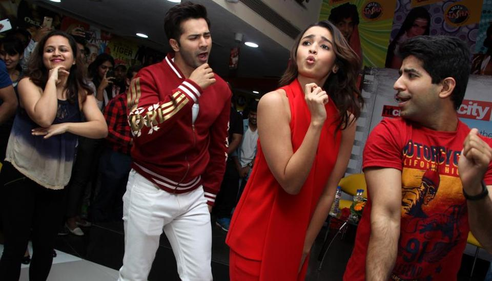 Alia and Varun shook a leg on the title track of the film.  (SHIVAM SAXENA/ HT PHOTO)