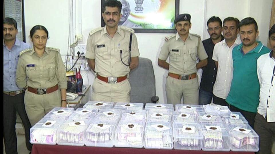 Fake notes,Rajkot police,Financier