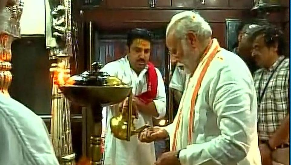 Minister Narendra Modi on Saturday offered several litres of milk, Ganga jal and flowers at the fabled Kashi Vishwanath temple here and performed aarti at the sanctum sanctorum during a break in his road show.