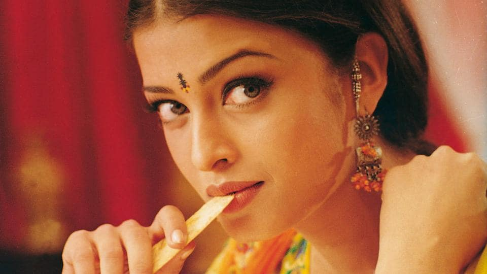 So pretty, right? The classic bindi began with a dot of kumkum and evolved first into rounds of red felt. Then computerised cutting machines came along and made intricate shapes like this one, on Aishwarya Rai's forehead, possible.