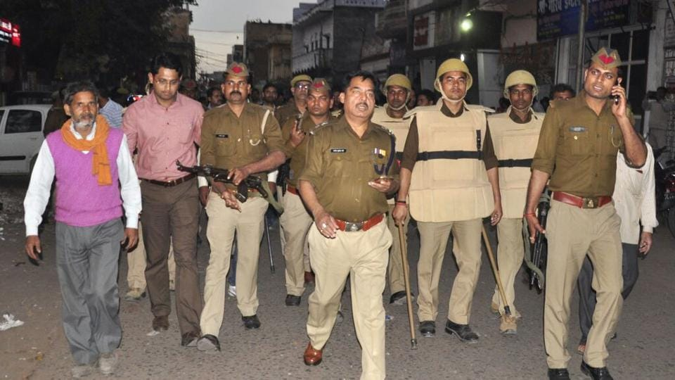 Police officials surveying the situation after the clash in Lakhimpur Kheri.