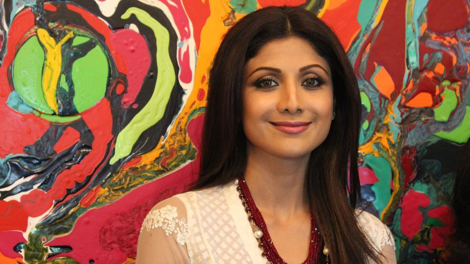 Bollywood actor Shilpa Shetty at The Hue Borne, Anu Malhotra's debut show curated by Kishore Singh on 2nd September 2014 at Visual Arts Gallery, India Habitat Centre, New Delhi.