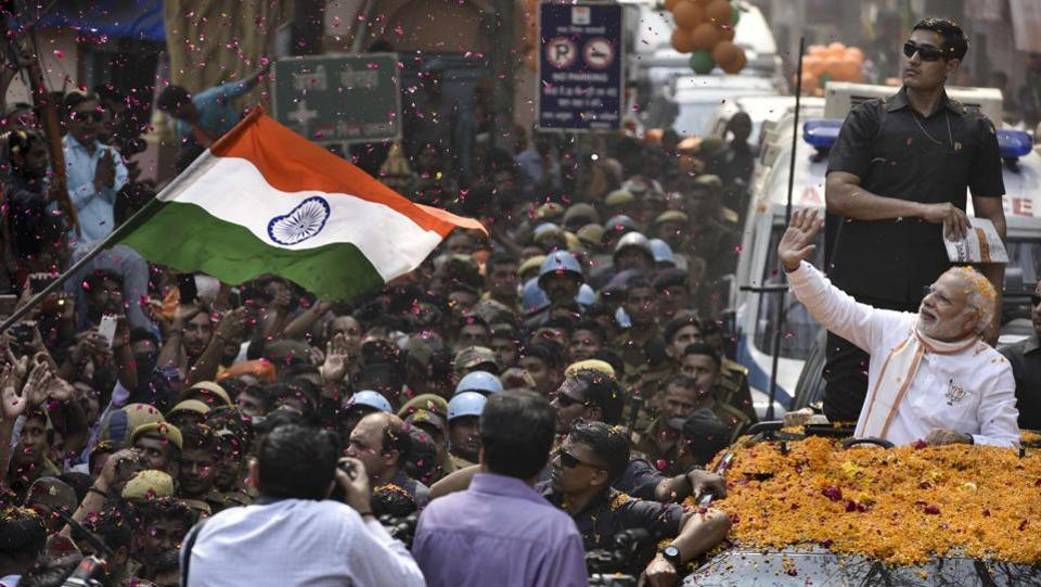 Massive crowd throng the streets of Varanasi as PM Modi's car passes through the city. (Arun Sharma/HT PHOTO)