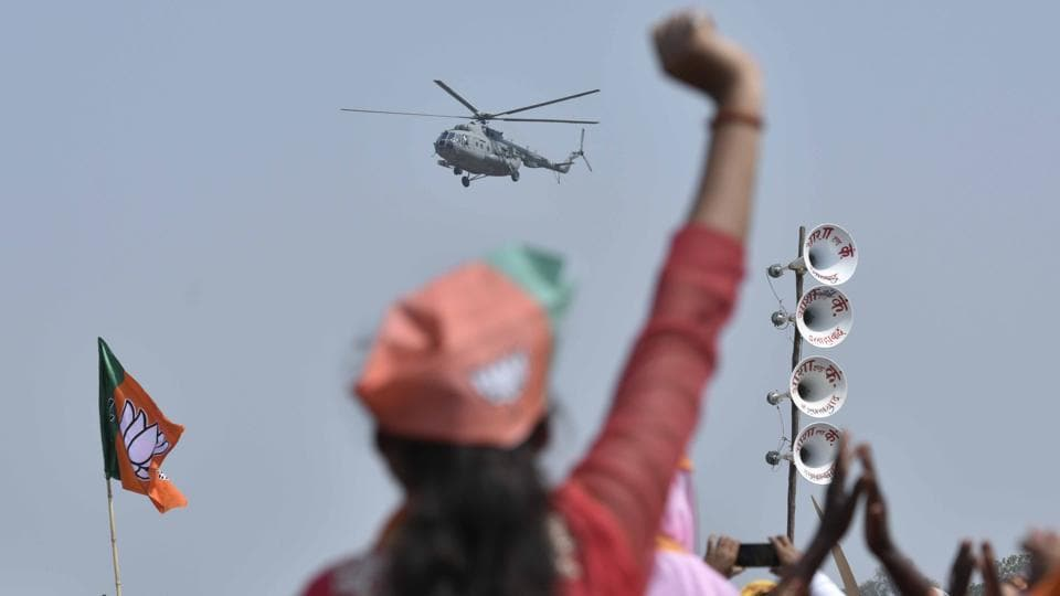 Slogans of 'Har har Modi, Ghar ghar Modi' were raised in the air as the PM's convoy travelled through the city. (Arun Sharma/HT PHOTO)