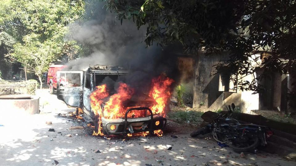 Mob torched a police jeep on the campus of Barhara police station in Ara district headquarters of Bhojpur district.