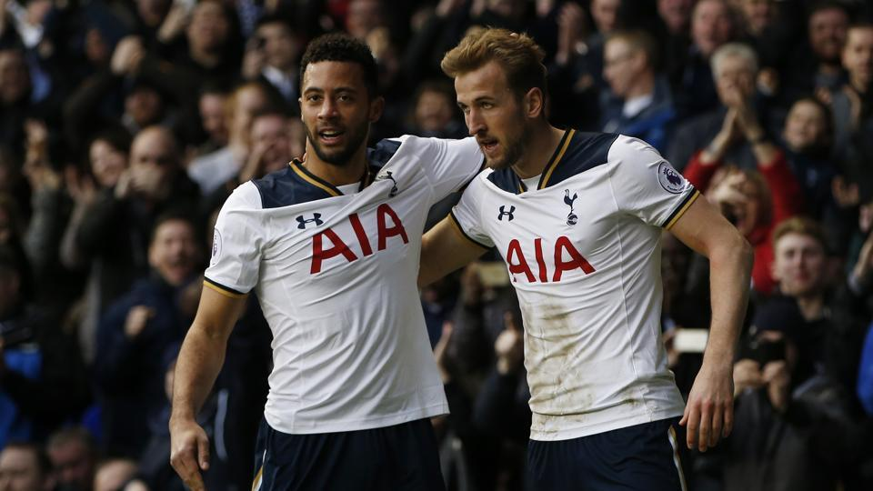 Harry Kane scored two goals as Tottenham Hotspur F.C. beat Everton F.C. 3-2 to reduce the gap to seven points with Chelsea.