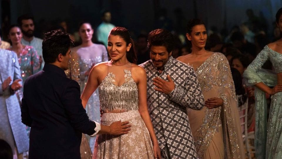 Actors Anushka Sharma and Shah Rukh Khan were the showstoppers at designer Manish Malhotra's latest fashion show. (HT Photo/Prodip Guha)