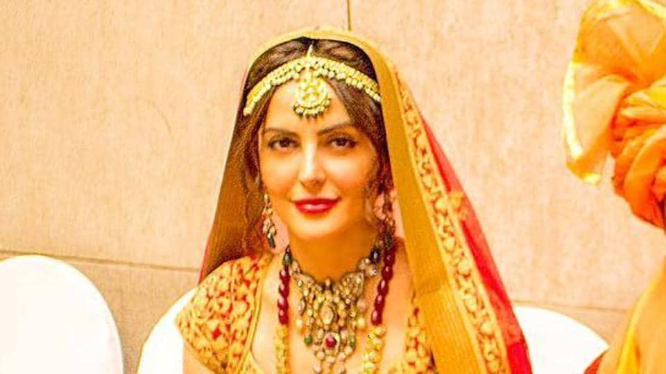 Mandana Karimi as a beautiful bride.