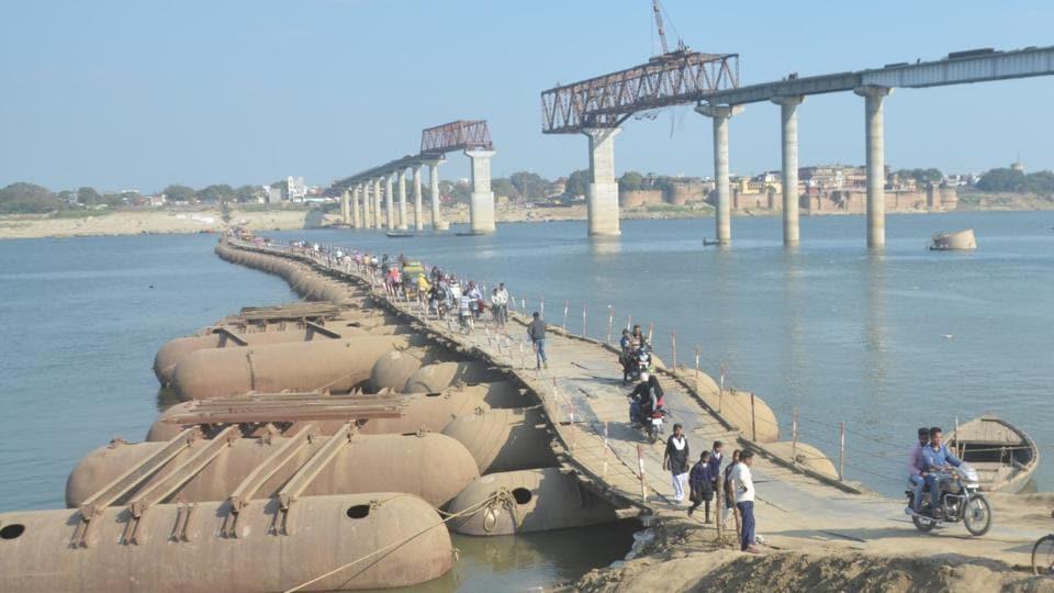 The under- construction Ramnagar- Samane Ghat bridge.