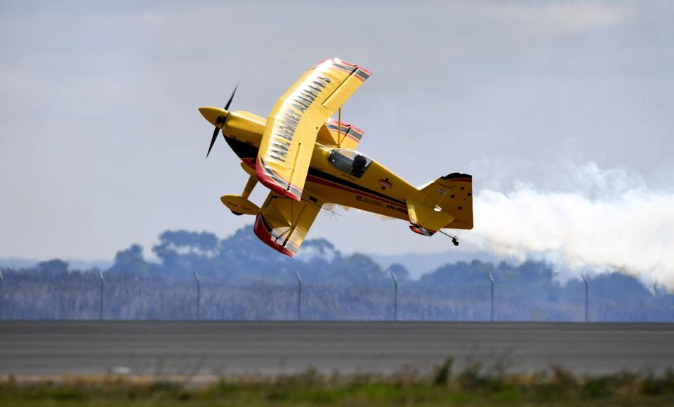 Paul Bennet in his Wolf Pitts S2S performs during the Australian International Airshow in Melbourne. (MAL FAIRCLOUGH / AFP)