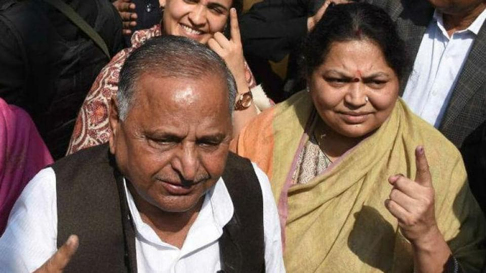 Sadhna Yadav (R) says that she wanted to enter politics but was stopped by her husband Mulayam Singh Yadav.