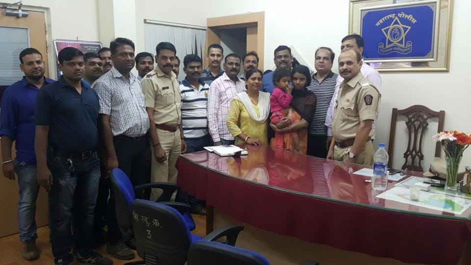 The Powai police team with the rescued child and his mother.