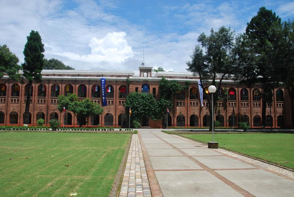 The Doon School was founded by SR Das in 1935.