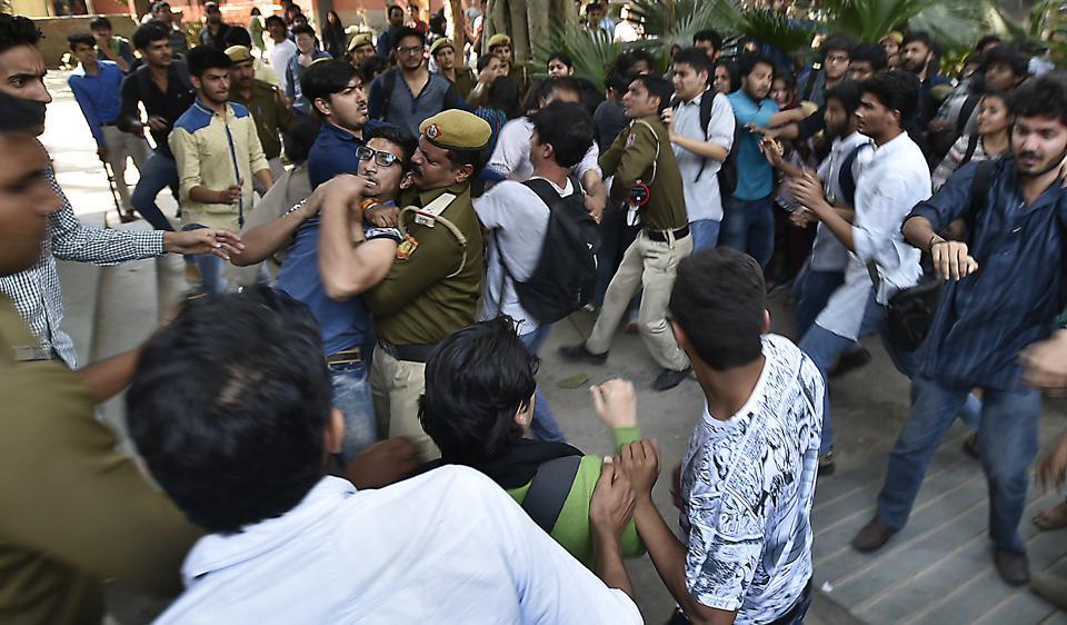 Ramjas clashes,Ramjas clash,DU violence