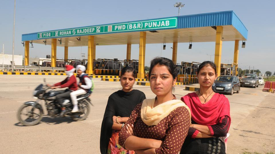 Like Manpreet, there are other women who break the stereotype. (From left) Mandeep Kaur, Sukhveer Kaur and Sukhwinder Kaur also work at the same toll plaza. (Anil Dayal/HT Photo)