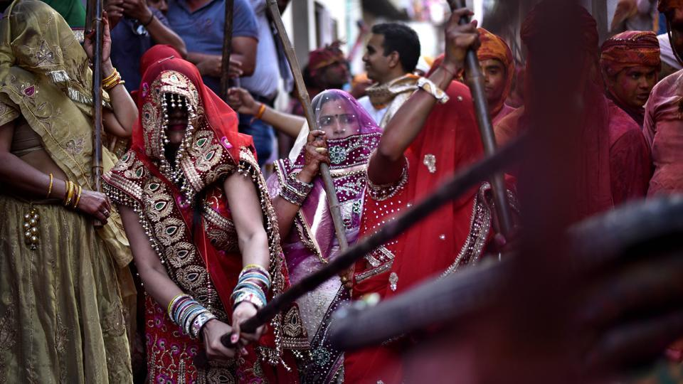 Women of Barsana dressed up in traditional attires beat the men of Nandagaon during the festival. (Ajay Aggarwal/HT PHOTO)